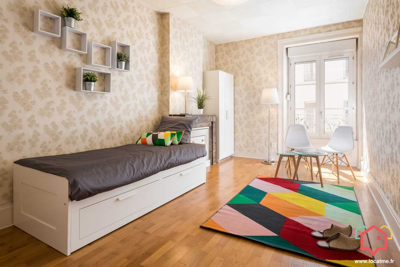 studio meubl lyon entre particulier. Black Bedroom Furniture Sets. Home Design Ideas